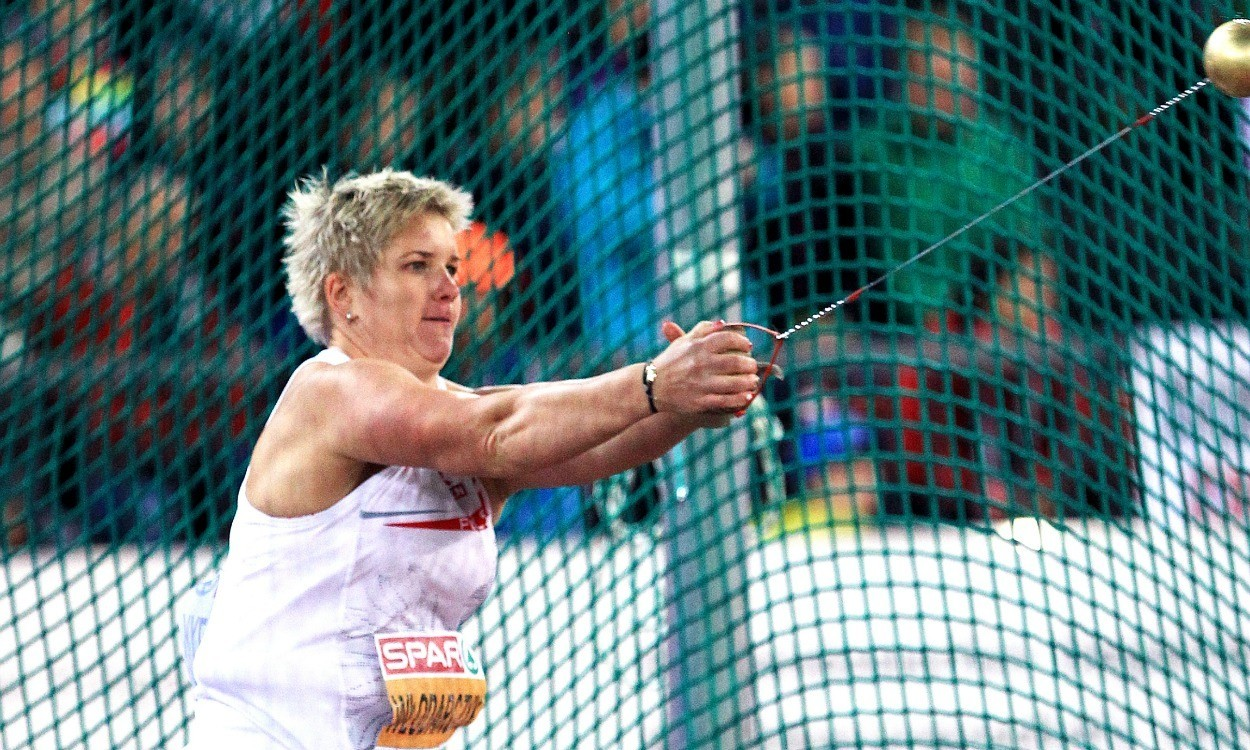 Anita Wlodarczyk breaks hammer world record