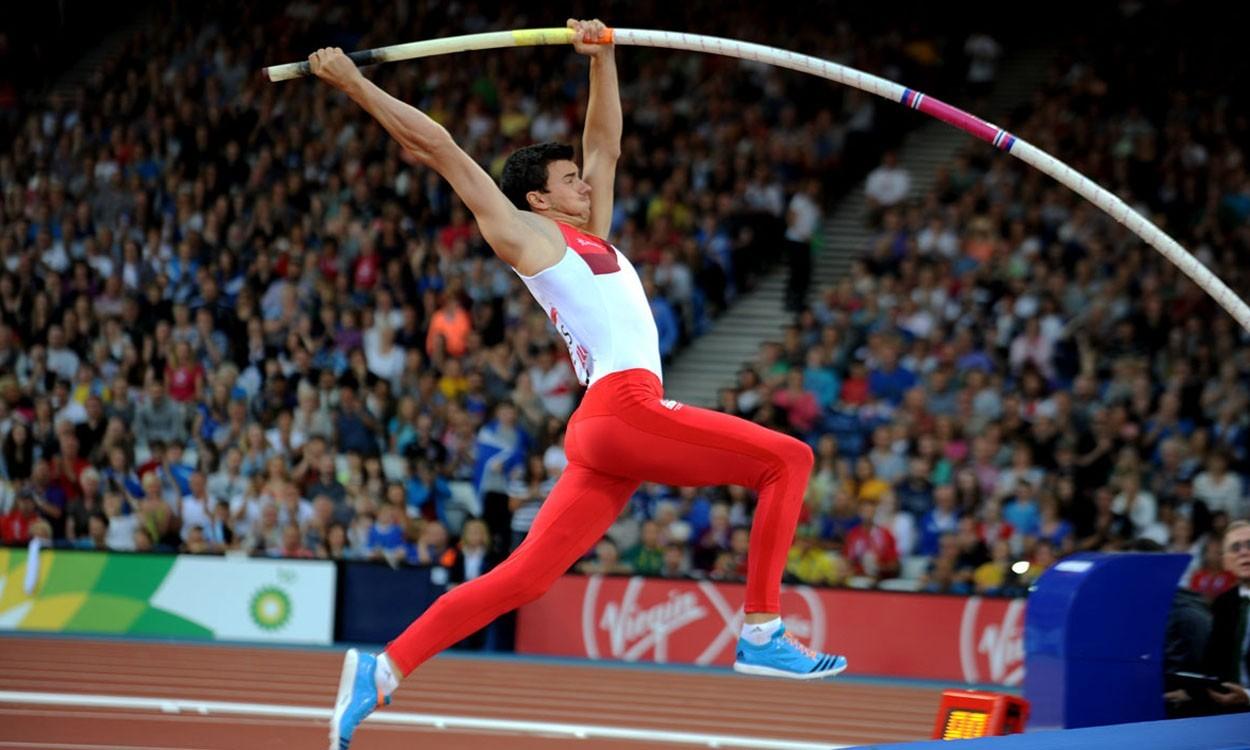 Commonwealth Games gold medallist Steve Lewis retires