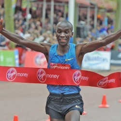 Eliud Kipchoge storms to victory in the London Marathon