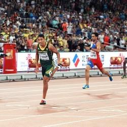 Wayde van Niekerk makes history with sub-10 100m in Bloemfontein