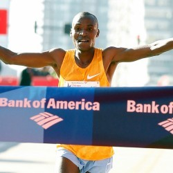 Kenyans dominate Chicago Marathon
