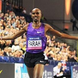 Mo Farah wins 3000m at Glasgow Indoor Grand Prix