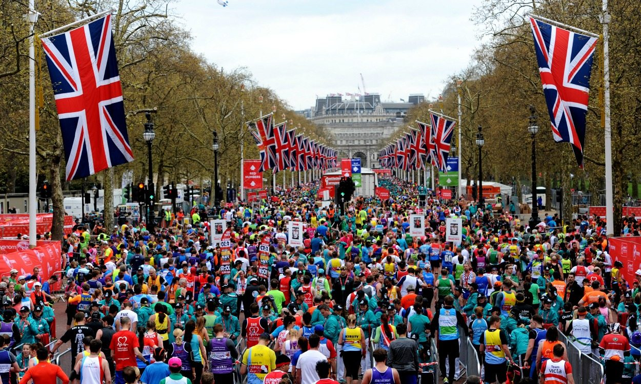 The Queen announced as official starter for 2018 London Marathon