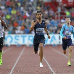 Wayde van Niekerk breaks 300m world best in Ostrava