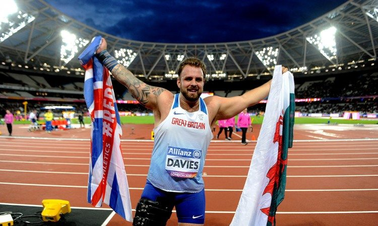 Aled Davies smashes world F42 shot put record in London