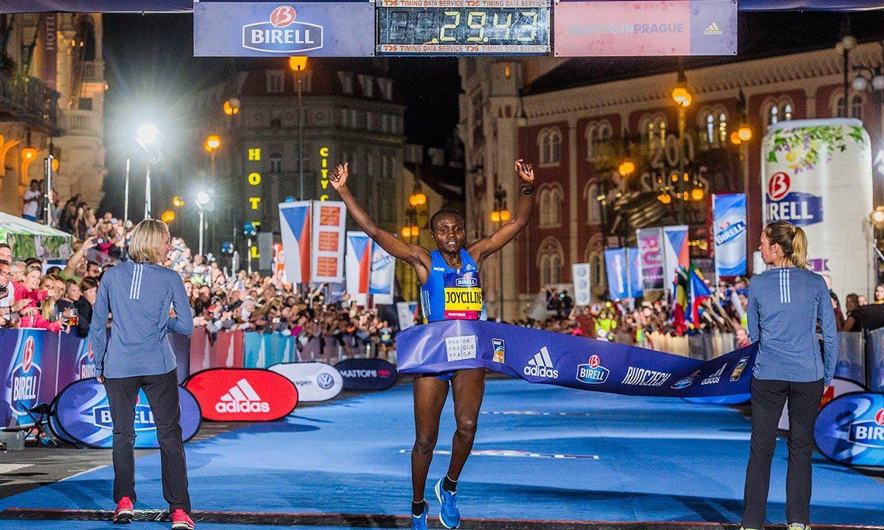 Joyciline Jepkosgei smashes world 10km record in Prague