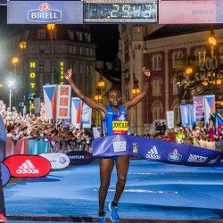 Joyciline Jepkosgei smashes world 10km record in Prague