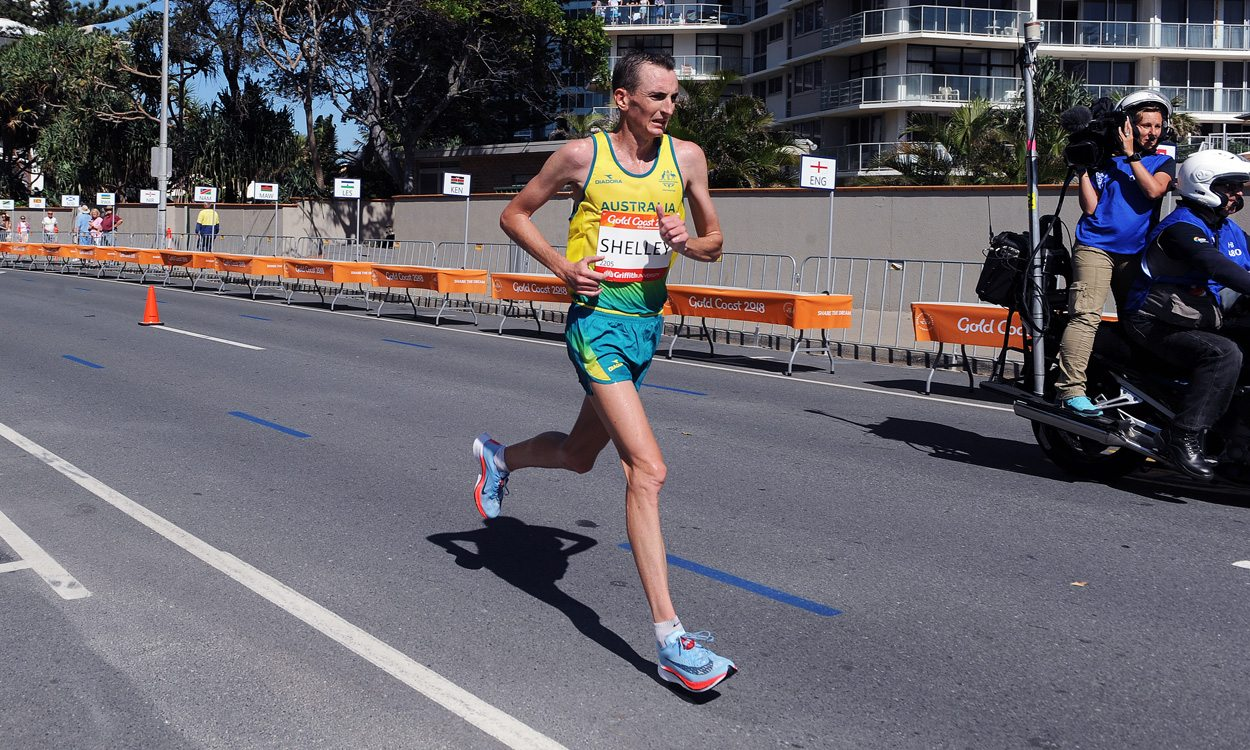 Michael Shelley wins Commonwealth marathon as Callum Hawkins suffers collapse