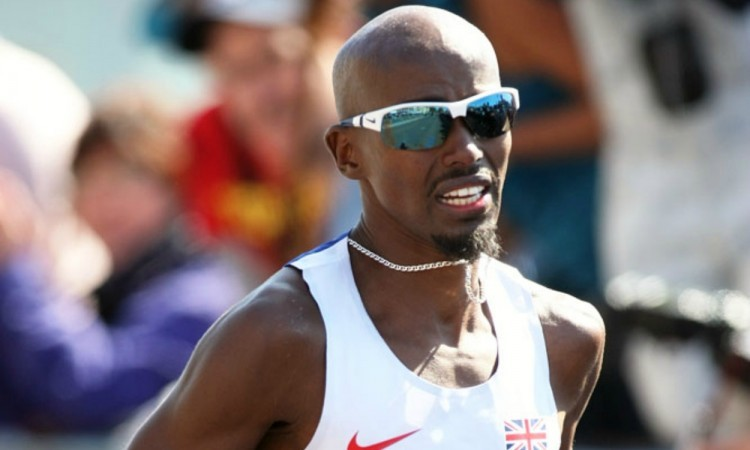 Mo Farah in 2014 London Marathon by Mark Shearman