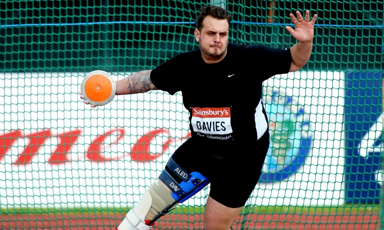 Aled Davies sets world discus record in Italy