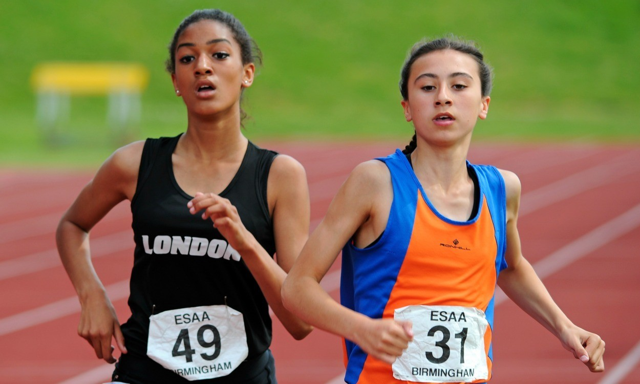Video: English Schools junior girls 1500m