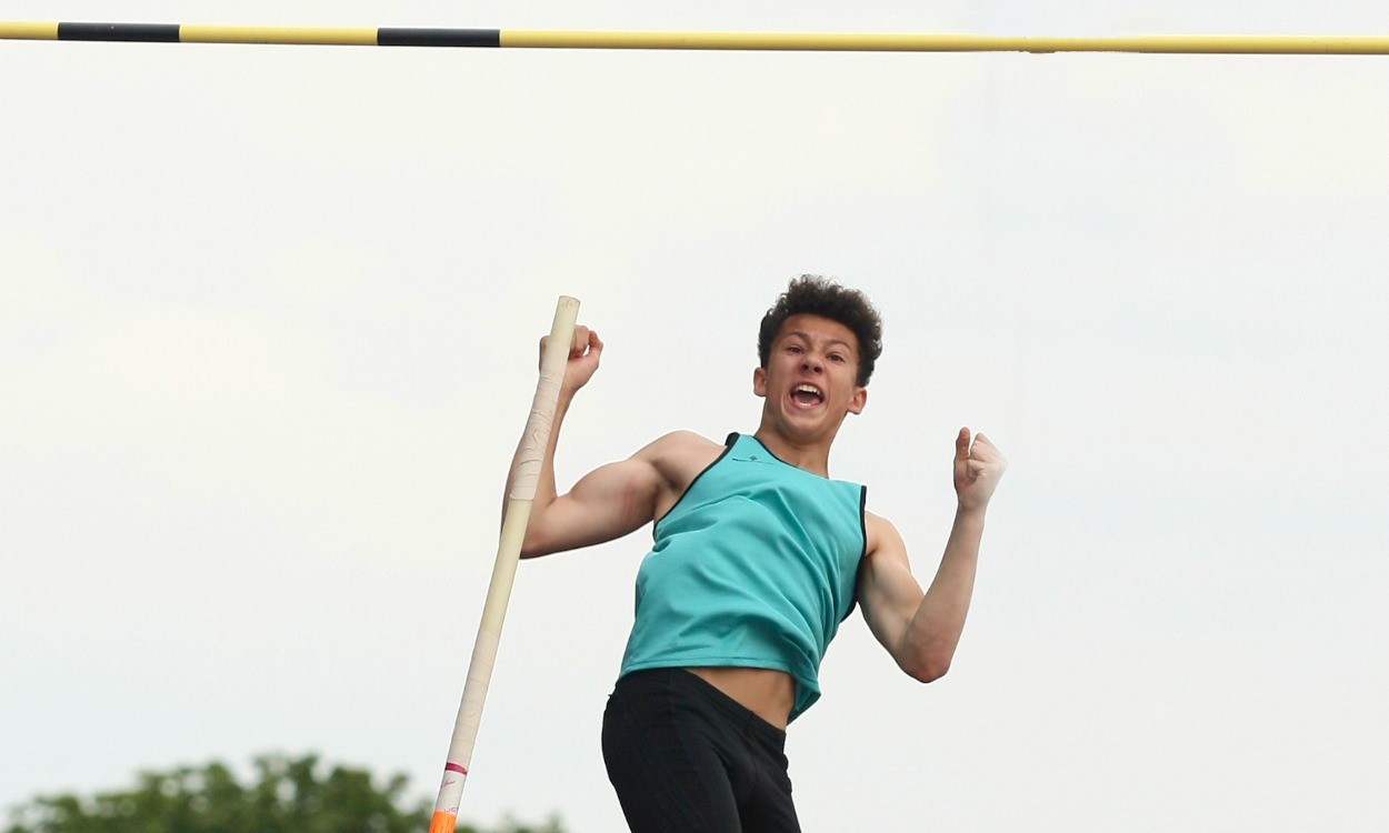 Video: English Schools inter boys pole vault