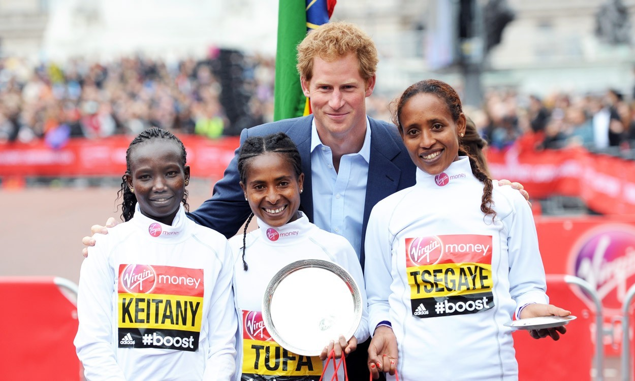 Tigist Tufa toughs it out to win London Marathon