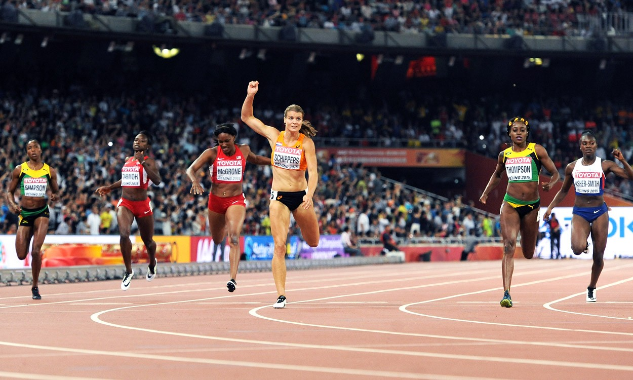 Dafne Schippers wins 200m world gold and goes third all-time
