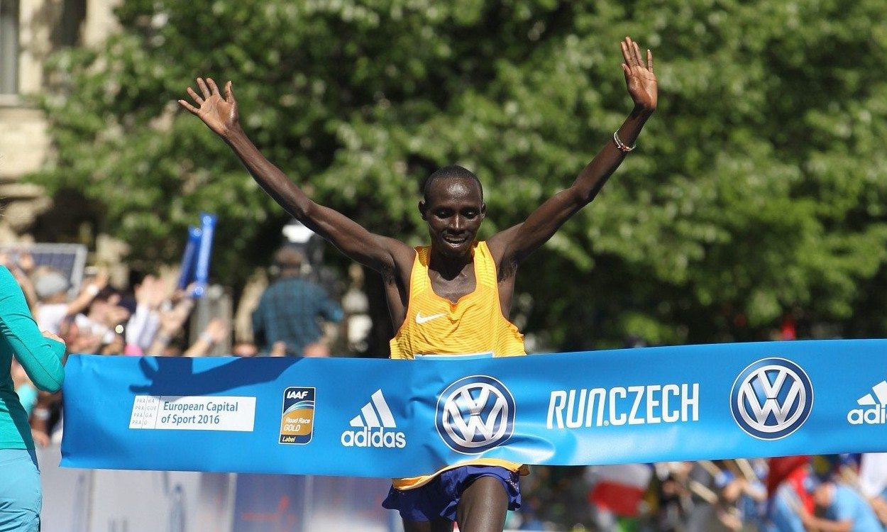 Kenyan double at Prague Marathon
