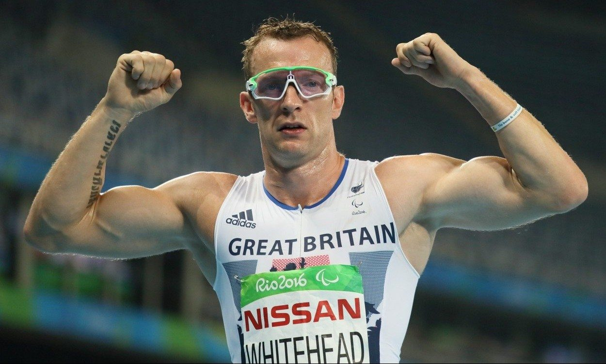 Richard Whitehead retains Paralympic 200m title