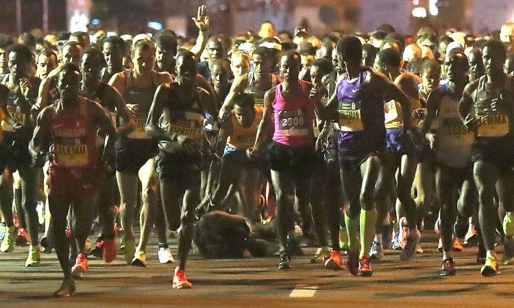 Kenenisa-Bekele-fall-Dubai-Marathon