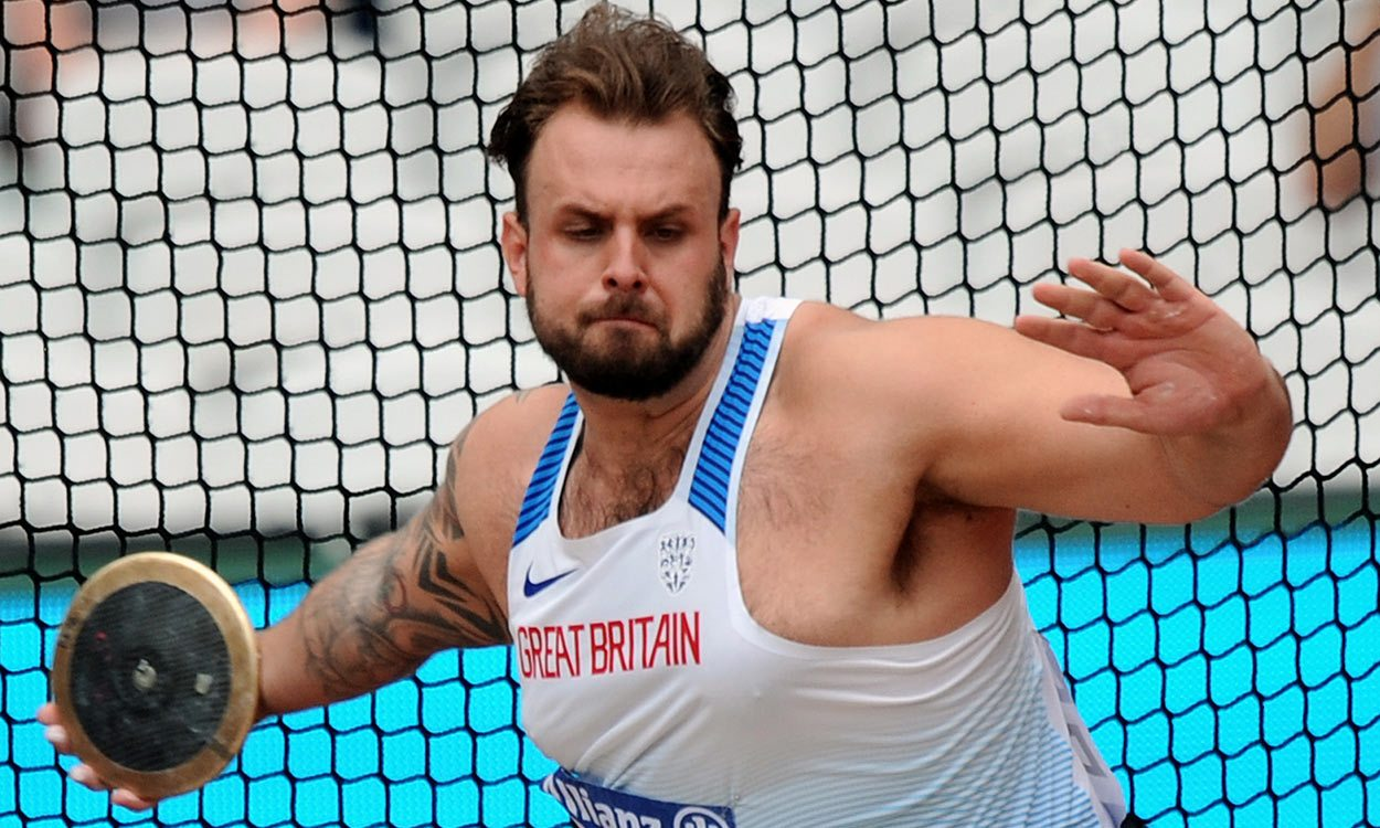 Aled Davies retains world discus title with record throw