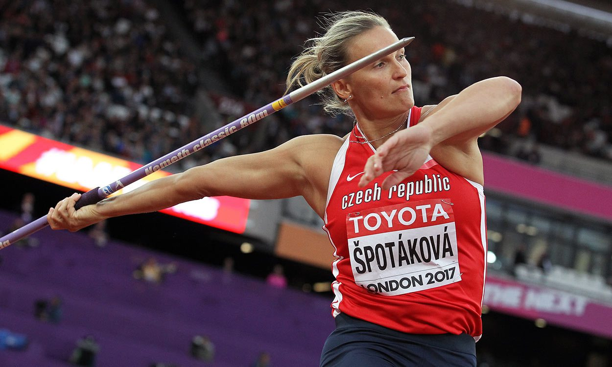 Barbora Spotakova regains world javelin title in London