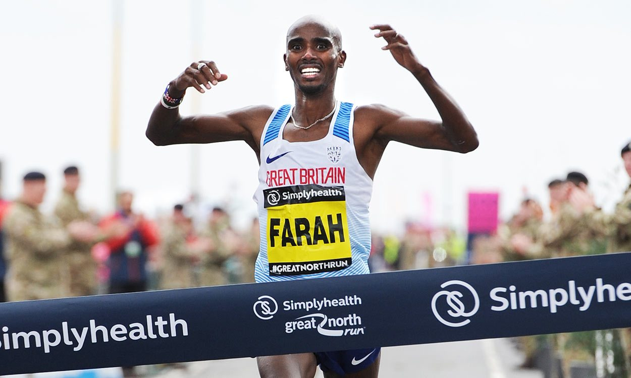 Mo Farah aiming for high five at Simplyhealth Great North Run