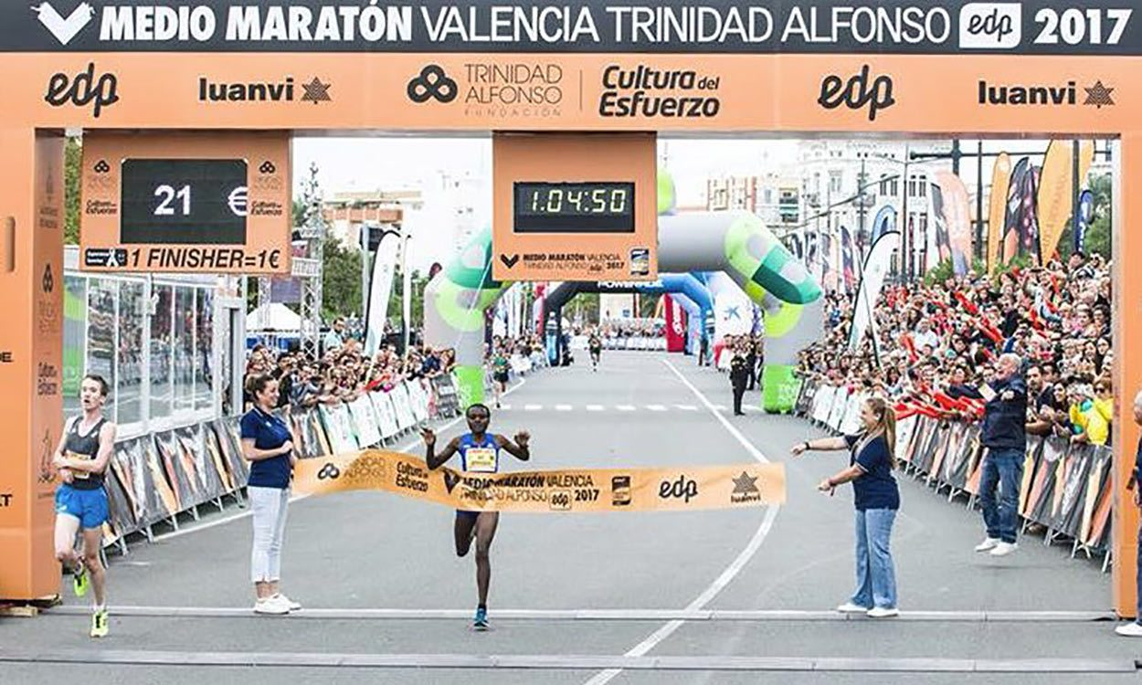 Joyciline Jepkosgei breaks world half-marathon record in Valencia