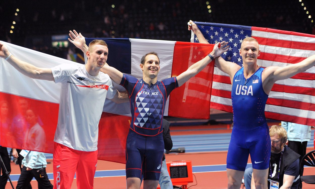 Renaud Lavillenie poles apart at World Indoors