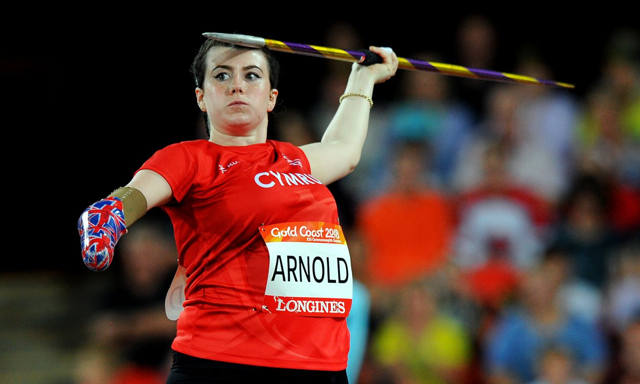 Hollie Arnold breaks world record for javelin win on Gold Coast