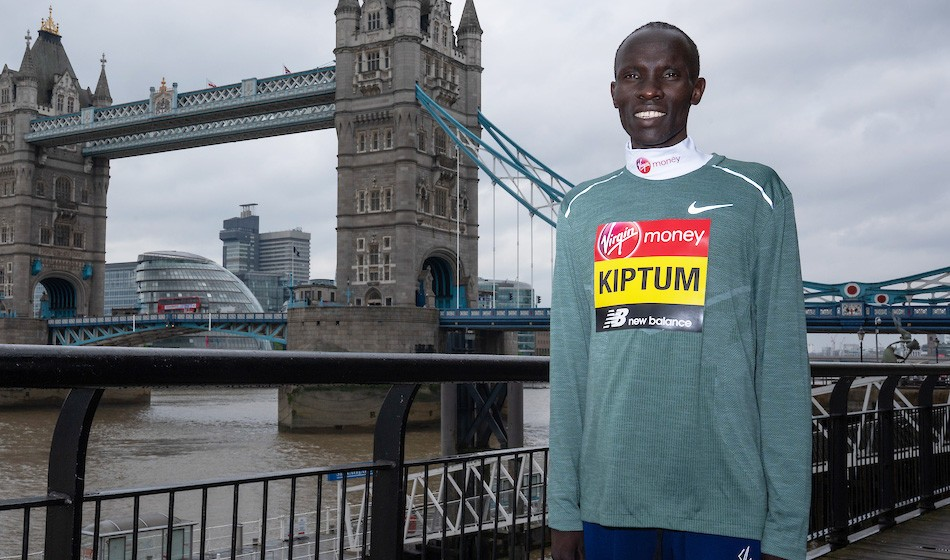 Eliud Kipchoge shatters London Marathon record