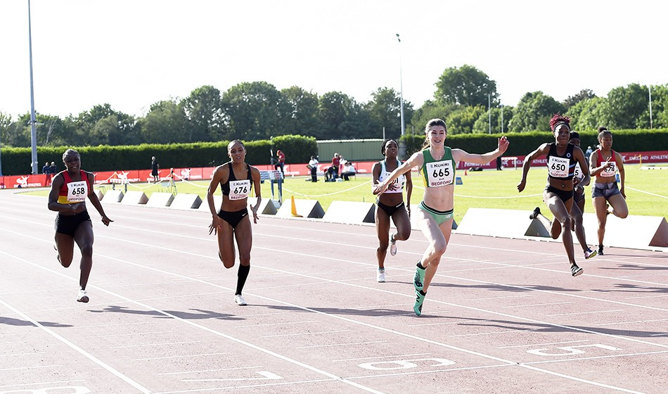 Amy Hunt speeds to world under-18 200m best