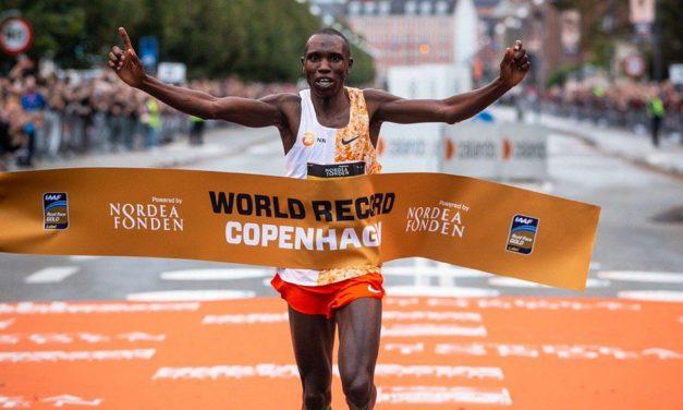 Geoffrey Kamworor breaks world half-marathon record
