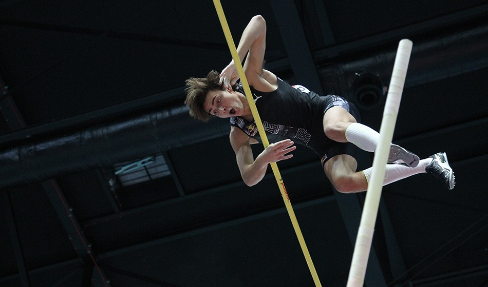 Armand Duplantis breaks world pole vault record in Toruń