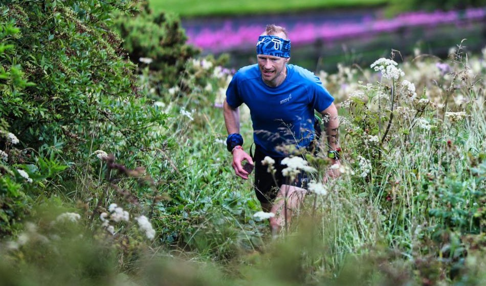 Damian Hall and Beth Pascall break ultra running records