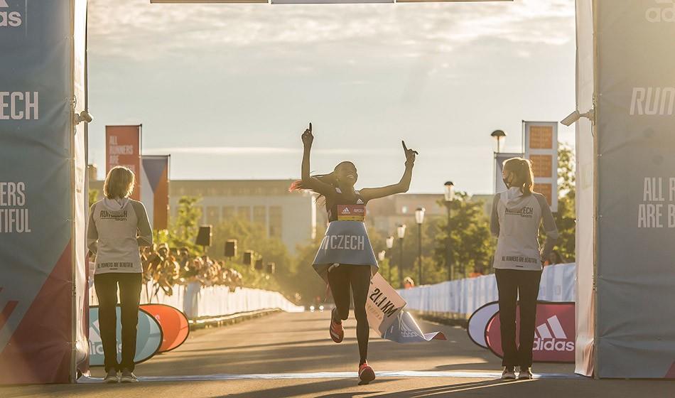 Peres Jepchirchir smashes world half-marathon record in Prague